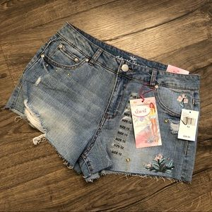 🌸Flirty Almost Famous High Rise Jean Shorts